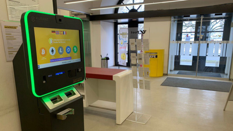 Bitcoin ATM in der Postfiliale in Bregenz, Österreich