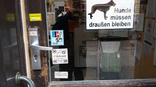 Room77 in Berlin ist einer der Knotenpunkte der Berliner Kryptoszene. In der Bar konnten Gäste bereits mit Bitcoin zahlen, als es noch keine Webwallets, Handyapps und QR-Codes gab.