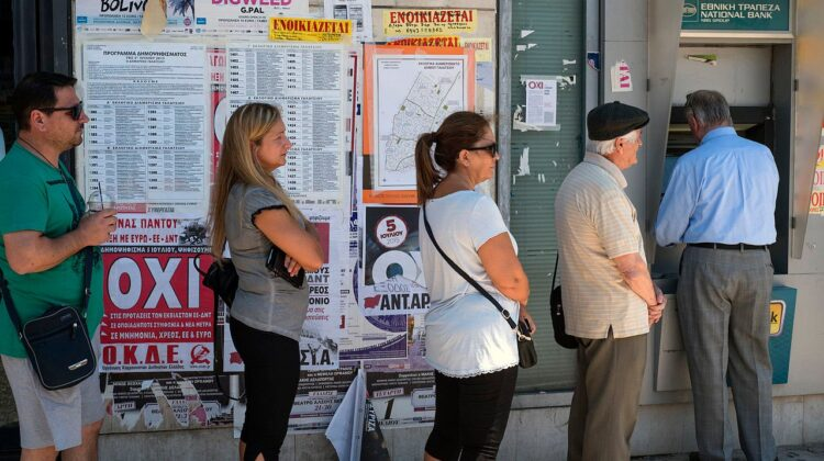Warteschlange in Athen vor einem Geldautomaten der National Bank of Greece am 5. Juli 2015