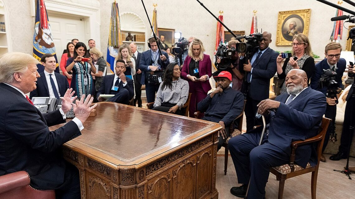 Kanye West zu Besuch bei US-Präsident Trump im Oval Office am 11. Oktober 2018