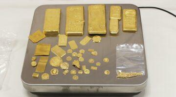 Grenzbeamte finden kiloweise Gold und Geld in Kofferraum