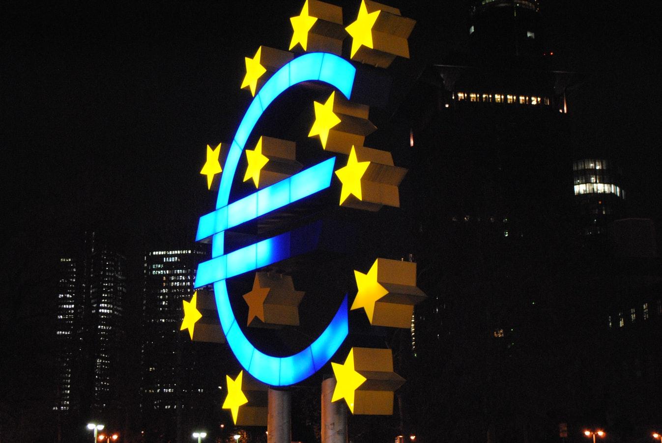 Über 80 Prozent der Schweizer Unternehmen tätigen zumindest einen Teil ihrer Einkäufe in Euro, wie Umfrage der Credit Suisse zeigt.
