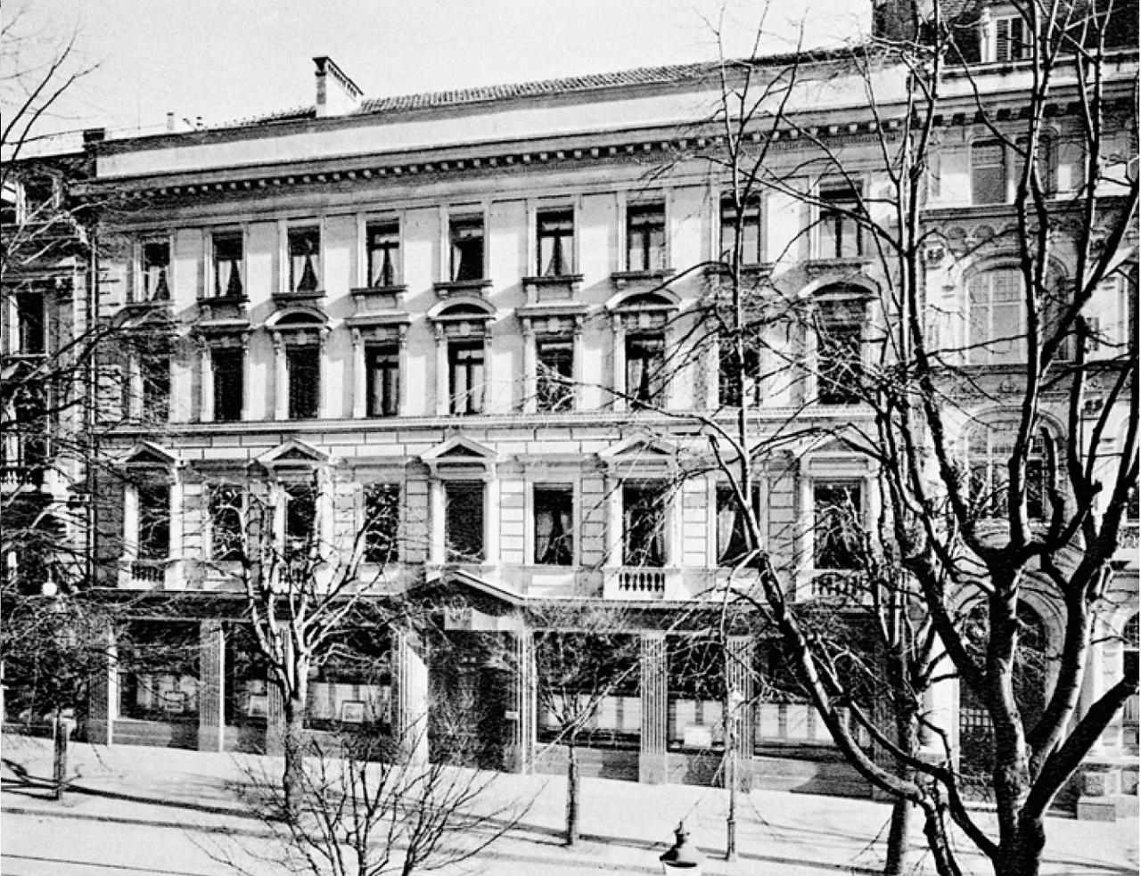 Ein Foto aus dem Jahr 1912 vom Gebäude des Schweizer Bankvereins an der Bahnhofstrasse 44 (Heute UBS AG).